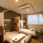 病室 (2人床)